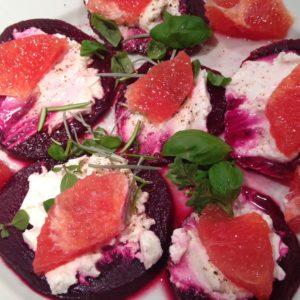 Rote Beete Carpaccio mit Ziegenfrischkäse und Grapefruit